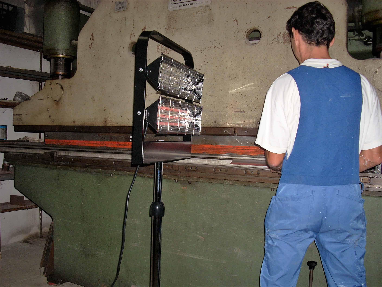 Lampada riscaldante per essiccare vernici maccine